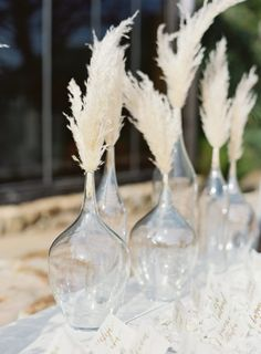 25 Irresistible Pampas Grass Wedding Ideas For unique and unconventional wedding ideas visit bridedi Grass Centerpiece, Wedding Table Centerpieces, Wedding Flower Arrangements, Flower Centerpieces, Wedding Decorations, Table Decorations, Centerpiece Ideas, Simple Centerpieces, Floral Wedding