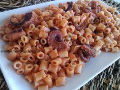 Μυρίζει θάλασσα....!!    ΥΛΙΚΑ  1 κιλό χταπόδι  500 γρ μακαρονάκι κοφτό  2 μέτρια κρεμμύδια  500 γρ χυμό τομάτας  1 κουτ. σούπ. πελτέ  1 ... Greek Recipes, Bon Appetit, Pasta Salad, Macaroni And Cheese, Seafood, Food And Drink, Fish, Vegan, Cooking