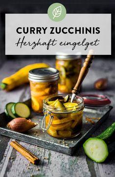Schnelles und einfaches Rezept für eingelegte Curry Zuchinis im süß-sauer Stil. #vegan #glutenfrei #geschenk #rezept #diy #zucchini #idee #herbst Curry, Cereal, Vegan, Breakfast, Food, Home Canning, Gluten Free, Preserving Zucchini, Fast Recipes