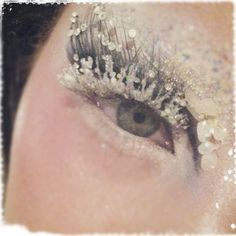 Karla Powell (MUA) is creating Snow Queen eye looks on herself! With eyebrow blocking, glitter, gems and she made her own False Lashes! I'm sure we all excited for the Snow Queen of Sweets Food Project photoshoot now! Costume Halloween, Halloween Makeup, Snow Queen Makeup, Snow Makeup, Winter Makeup, Ice Queen Costume, Real Techniques Brushes, Ice Princess, Princess Makeup
