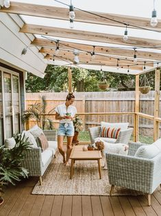 Did you want make backyard looks awesome with patio? e can use the patio to relax with family other than in the family room. Here we present 40 cool Patio Backyard ideas for you. Hope you inspiring & enjoy it . Backyard Patio Designs, Cozy Backyard, Cozy Patio, Deck Patio, Backyard Pergola, Backyard Deck Ideas On A Budget, Budget Patio, Covered Deck Ideas On A Budget, Pergola Shade