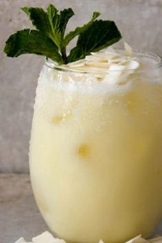 Love this tropical Pineapple Coconut Margarita recipe to celebrate Cinco De Mayo or to sip on pool side this summer! Coconut Margarita, Margarita Recipes, Cocktail Recipes, Cocktail Drinks, Margarita Alcohol, Margarita Cocktail, Summertime Drinks, Summer Drinks, Fun Drinks