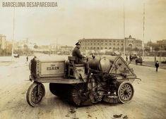 Carros de neteja en la Av. Reina Maria Cristina.~1925/30. Publicat per Giacomo Alessandro.