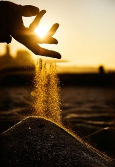 Creative Photography Ideas of The Day That Are Absolutely Awesome Pics) - Page 4 of 4 - Awed! Beach Photography, Creative Photography, Amazing Photography, Nature Photography, Photography Ideas, Levitation Photography, Star Photography, Natural Light Photography, Exposure Photography