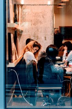 Do you work online and need to get work done while in London? Here are the best coffee shops and cafes to work from in London! Online Sites, Uk Online, Bento, London Neighborhoods, Best Coffee Shop, Coffee Shops, Seo For Beginners, Glass Photo, Pictures Of People