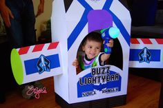 {Love, Lyttle}: DIY Buzz Lightyear themed birthday party photo booth for the kids