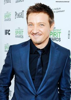 JEREMY RENNER is such a beautiful man!!
