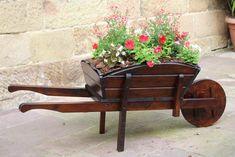 33 Wheelbarrow Planter Ideas for Your Garden - Garden Lovers Club Wheel Barrel Planter, Diy Planters, Planter Ideas, Wheelbarrow Decor, Garden Projects, Wood Projects, Mulch Landscaping, Landscaping Ideas, Garden In The Woods