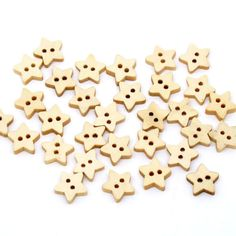 20 x Natural Unpainted Wooden Pale Star Buttons. Perfect for Scrapbooking, Gift, Romance, Sewing, Dressmaking & Needle Craft. Wooden Owl, Packing Clothes, Star Buttons, Wooden Stars, Button Art, Sewing A Button, Star Shape, Wood Colors, Crochet Crafts