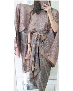 Kebaya Lace, Batik Kebaya, Kebaya Dress, Batik Dress, Muslim Fashion, Hijab Fashion, Fashion Dresses, Dress Outfits, Emo Outfits