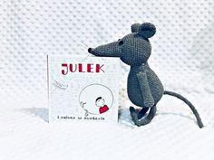 """""""JULEK I DZIURA W BUDŻECIE"""" CZYLI SYLWIA WOJCIECHOWSKA O FINANSACH DLA DZIECI. - LYSAMOWI.PL - CZYTAM - KSIĄŻKI DLA DZIECI - JULEK Dinosaur Stuffed Animal, Knitting, Toys, Crochet, Handmade, Animals, Crochet Hooks, Animales, Hand Made"""