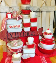 Red & White Vintage Pyrex and friends - this picture makes me SO happy! Vintage Pyrex Dishes, Vintage Kitchenware, Vintage Bowls, Vintage Glassware, Rare Vintage Pyrex, Red And White Kitchen, Red Kitchen, Glass Kitchen, Kitchen Things