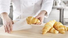 SAGA Deli Bag is ideal for preserving and consuming pastries and other dry food on the go. Deli, Preserves, Pastries, Saga, Packing, Food, Bag Packaging, Hoods, Meals
