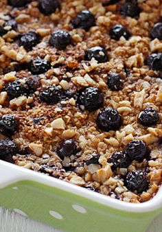 This is the BEST Baked Oatmeal recipe with Blueberries and Bananas. It's perfect to serve guests for brunch, or make it ahead for the week for easy meal prep, as leftovers taste just as good reheated. Ww Recipes, Brunch Recipes, Breakfast Recipes, Healthy Recipes, Healthy Food, Points Plus Recipes, Skinnytaste Recipes, Amish Recipes, Picnic Recipes