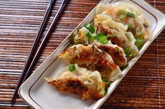 Get our easy recipe for chicken potstickers and make the best Asian appetizer you will ever taste! The recipe for spicy sesame chicken potstickers is here! Great Recipes, Favorite Recipes, Think Food, Wontons, Yummy Food, Tasty, Asian Cooking, Cooking Salmon, Appetizer Recipes