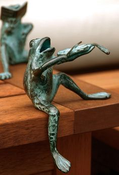 Sitting Violin Frog