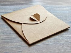 Set of CD sleeves heart button case - Recycled Kraft CD Sleeves DVD wedding favors,gift photography packaging Cool envelope for packaging notebooks. Make your own envelopes. Cd Packaging, Necklace Packaging, Jewelry Packaging, Scarf Packaging, Packaging Ideas, Origami Envelope, Envelope Art, Envelope Design, Envelope Templates