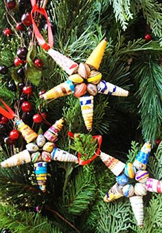 L these beads would be neat made out of recycled magazine paper beads -Star Ornaments ~~ Trades of Hope Make Paper Beads, Paper Bead Jewelry, How To Make Beads, Paper Ornaments, Beaded Ornaments, Xmas Ornaments, African Christmas, Newspaper Crafts, Newspaper Basket
