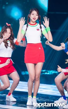 [HD포토] 아이오아이(I.O.I) 임나영 양갈래 머리도 청순하게 #topstarnews Kpop Girl Groups, Korean Girl Groups, Kpop Girls, Sexy Asian Girls, Beautiful Asian Girls, Beautiful People, Stage Outfits, Dope Outfits, Ioi Nayoung
