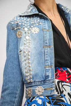 Effortless waist length jean jacket featuring a glam update with shimmering rhinestone allover. distreesed collar. Perfect for sporting some shine day or night. Used Distressed Jeans ONE OF A KIND SMALL Jacket Measurements Bust - 34 Length - 17 Sleeves - 23 Shoulders - 15 Please