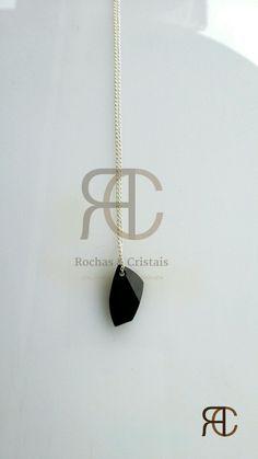 Colar com fio prateado e pendente em cristal preto swarovski - Rochas e Cristais