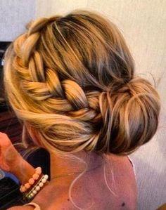 fryzura na sylwestra warkocz