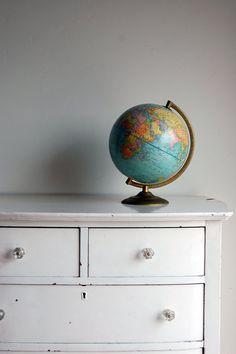 Love, love, love vintage globes...