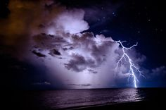 How to Take Photos of Lighting - Tips for Photographing Lightning