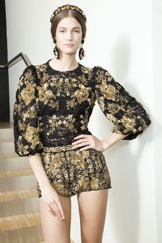 Dolce & Gabbana  F/W 2013 'Barocco Collection' Baroque Trend - Um almost Ready to Wear! In moderation!