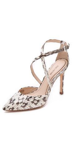 """Ob's die auch in Größe 49 gibt? Ich frage für einen Freund mit zu viel Freizeit...  """"The Pour La Victoire 'Charlemagne' sandals, are elegant with a sexy & exotic print $212, get here: http://rstyle.me/~thpV"""""""