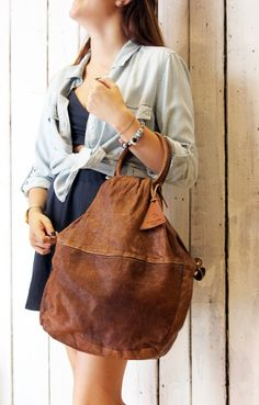 70s leather BAG , wonderful vintage leather bag,all handmade in Italy. is perfect for work but also for leisure. This bag is perfect for every woman who wants to be different. inside has many pocket and its made with a fantastic vintage lining! Its possible to wear it with is