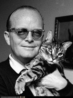 Truman Capote y minino de ojos preciosos