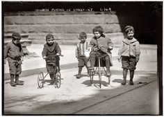 Children playing in New York City, 1909