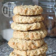 These simple oat biscuits are perfect for tea or a morning elevenses. So easy, you'll make these biscuits all the time! Biscuit Recipes Uk, Oat Biscuit Recipe, Cookie Recipe Uk, Uk Recipes, Sweet Recipes, Cooking Recipes, Simple Biscuit Recipe, Yummy Recipes, Vegetarian Recipes