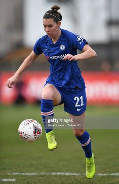 Deanna Cooper of Chelsea runs with the ball during the FA Cup Round match between Charlton Athletic FC Women and Chelsea FC Women at VCD Stadium on January 2020 in Crayford, England. Get premium, high resolution news photos at Getty Images Football Girls, Girls Soccer, Chelsea Fc, Charlton Athletic Fc, Fa Cup, Football Players, Running, Life Goals, Colour