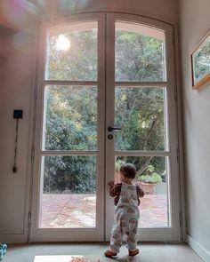 Tuto: tour d'observation Montessori rapide, facile et pas chère ! – BB Joh Tour D Observation Montessori, Aden Et Anais, Tire Lait, Voici, Windows, Jungle Bedroom, Happy Baby, Building Steps, Stair Gate