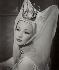 Vivien Leigh in character as Lady Anne Neville in Shakespeares' Richard III. Photo by Athol Shmith, 1948.