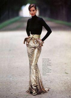 Christy Turlington in Christian Dior by Arthur Elgort, Vogue Paris 1991 Haute Couture Style, Dior Couture, Christy Turlington, Fashion Week, Look Fashion, High Fashion, Womens Fashion, Estilo Glamour, Mode Glamour