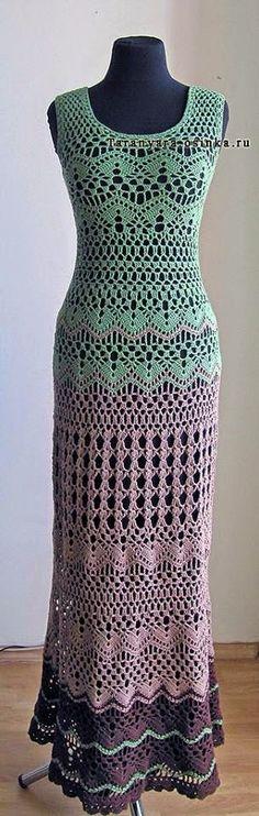 Boa noite meninas. Hoje vim trazer para vocês um lindo vestido longo em crochê com gráfico. Aqui mostraremos ele em duas cores. Mas você p...