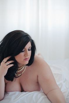 plus size boudoir photography Boudoir Photos, Boudoir Photography, Artistic Photography, Photography Ideas, Beautiful Curves, Sexy Curves, Boudoir Posen, Curves And Confidence, Plus Size Boudoir