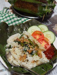 Nasi Liwet, Nasi Bakar, Indonesian Food, Indonesian Recipes, Asian Recipes, Cobb Salad, Food To Make, Rice, Cooking Recipes