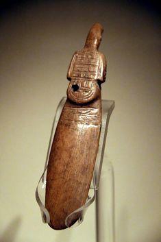 site de Hemudu (v. 5500-3300) - Chine - Ivoire, en forme de pagaie ornée d'éléments multiples dont une tête d'oiseau - Paddle-shaped ivory phoenix, Hemudu Culture - Culture de Hemudu — Wikipédia