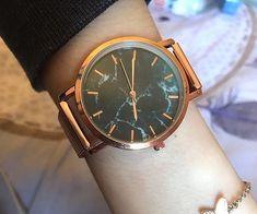Photo envoyé par Alison, une cliente fidèle de Destockage Internet ! Internet, Watches, Leather, Accessories, Fashion, Wristwatches, Silver, Photography, Moda