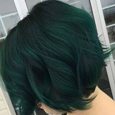 Shades of green. let dark green hair dye color Dark Green Hair Dye, Teal Hair, Green Hair Colors, Short Green Hair, Green Wig, Dark Teal, Ombre Hair, Edgy Hair Colors, Color Blue