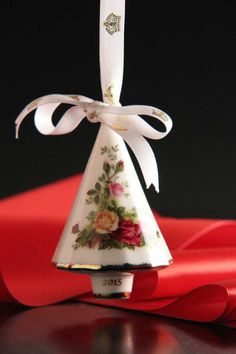Royal Albert Old Country Roses Christmas Tree 2015 Annual Ornament