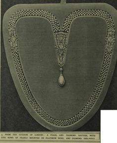The City of London sautoir, wedding gift to the Duchess of York (later Queen Elizabeth the Queen Mother) in 1923.