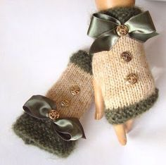 Hand Made Knitting, Emerald Green Beige Fingerless Gloves, Arm Warmer Adorned Ribbon And Buttons, Winter Fashion Fingerless Gloves Knitted, Crochet Gloves, Knit Mittens, Knitting Projects, Crochet Projects, Knitting Patterns, Crochet Patterns, Hand Knitting, Mode Crochet
