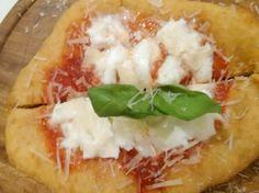 La pizza fritta riesce a unire due grandi vizi del goloso,  la pizza e la frittura. Magistralmente eseguita da Fabrizio Borrelli alla Pizzeria Arte Bianca di Palermo.