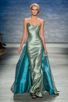 Strapless Mint Iridescent Taffeta Gown with Crystal Detail — Globa Moda Fabulous Dresses, Beautiful Gowns, Beautiful Outfits, Style Couture, Haute Couture Fashion, Taffeta Dress, Satin Dresses, Dressy Dresses, Nice Dresses