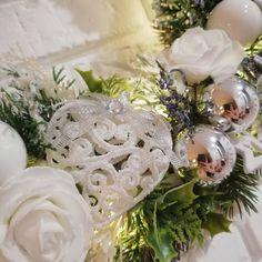 Mój wieniec bożonarodzeniowy Serduszka, róże i renifery sprawiły, że jest delikatny i romantyczny #katedecowianki#wianek#wianekświąteczny#wianekbozonarodzeniowy#decoration#christmasdecorations#home#homesweethome#interiordesign#intetior#bielisrebro#różyczki#renifer#homemade#diy#florystyka#hobby
